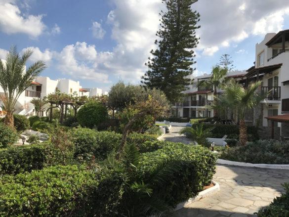 Hotel Alexander Beach auf Kreta - Gartensicht