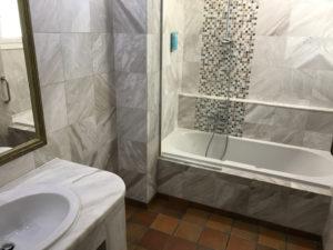 Hotel Alexander Beach auf Kreta - Bad- und Duschbereich im Familienzimmer