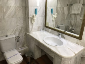 Hotel Alexander Beach auf Kreta - Bad von Familienzimmer