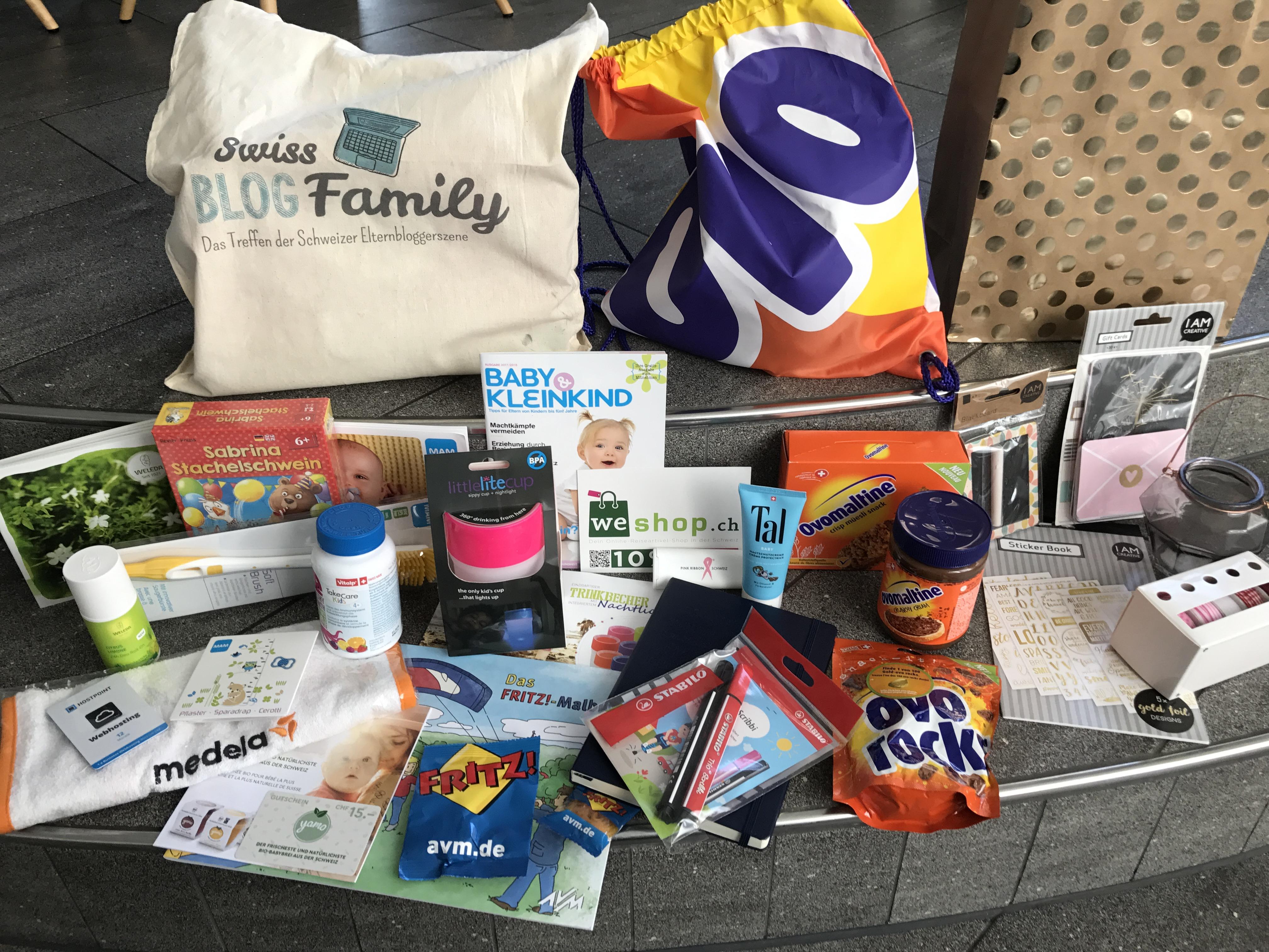 Goodie Bags mit Produkten von Weleda, AVM, Roorbach Kommunikation, Ovomaltine, MUM, Do-it-Garden, Stabilo und vielen mehr