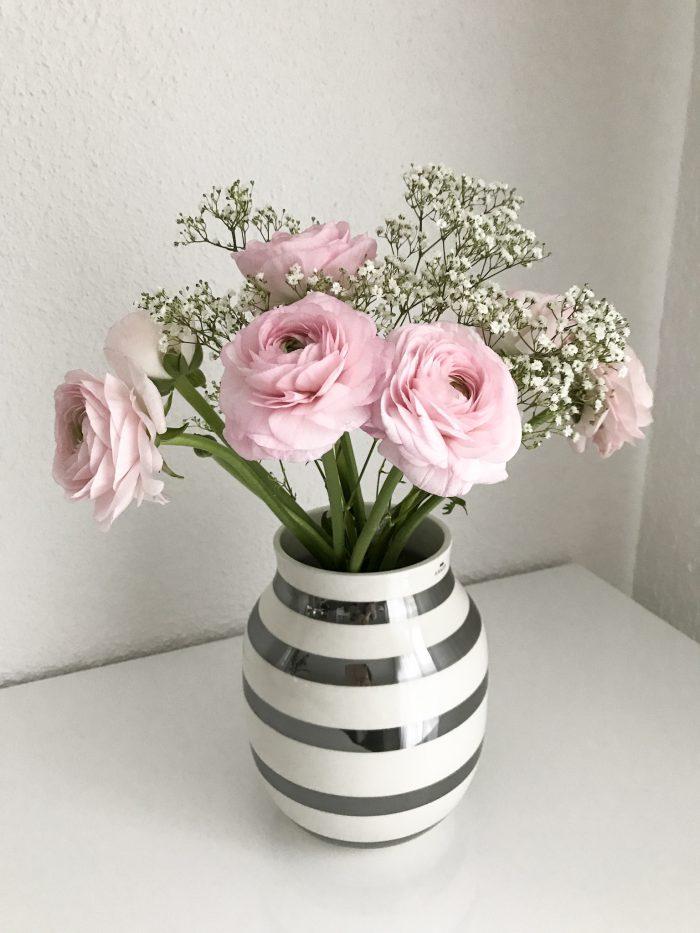 Rosa Rosen in Omaggio Vase von Kähler Design.