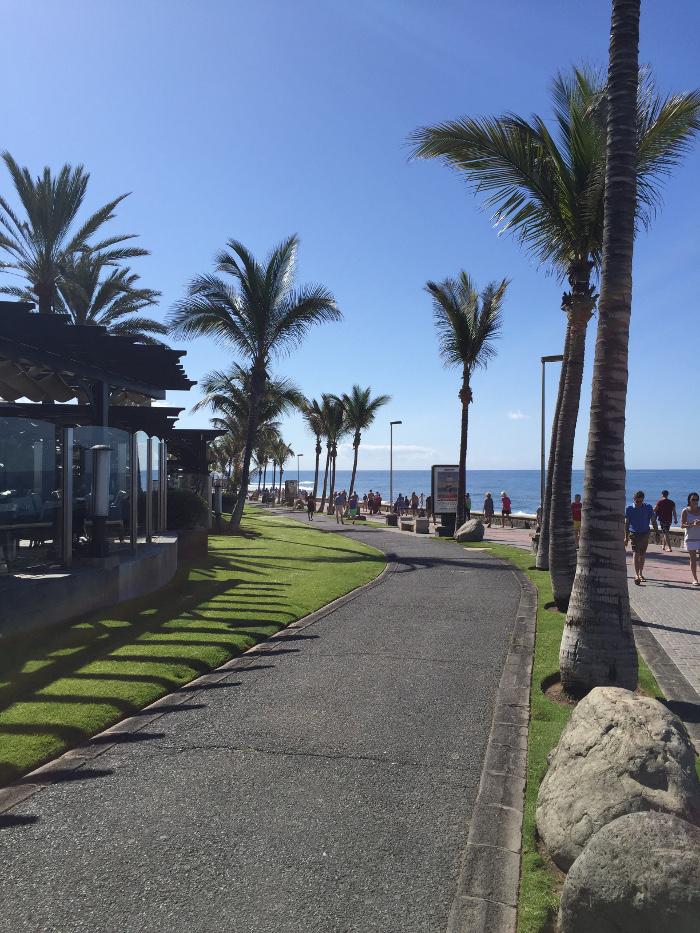 Enstpannte Ferien: Strand Promenade direkt vor unserem Hotel