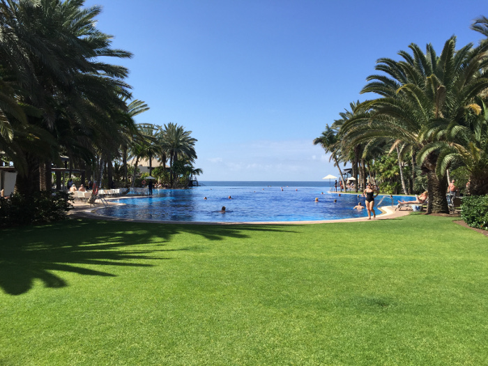 Entspannte Ferien: Pool Bereich Hotel Lopesan Costa Meloneras, Gran Canaria