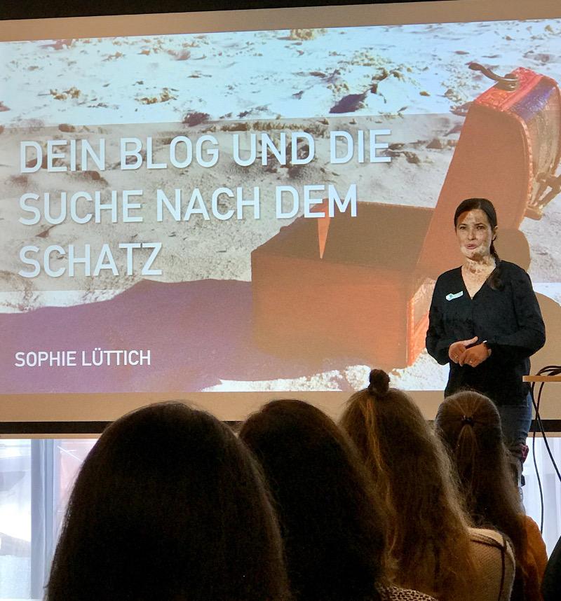 """Speakerin Sophie Lüttich von Berlinfreckles.de über """"Dein Blog und die Suche nach dem Schatz"""""""