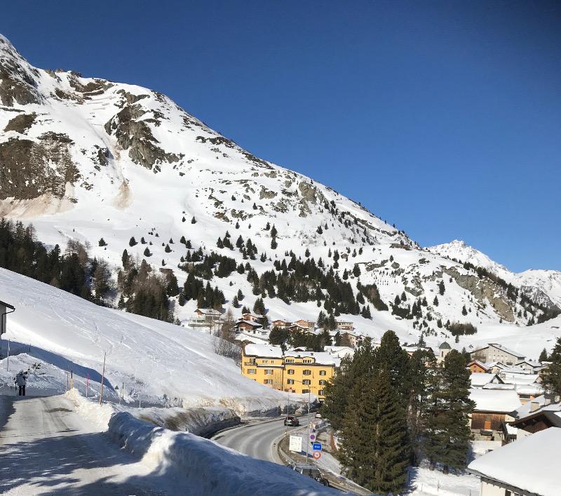 Skiferien mit Kindern - auf dem Weg zum Skilift