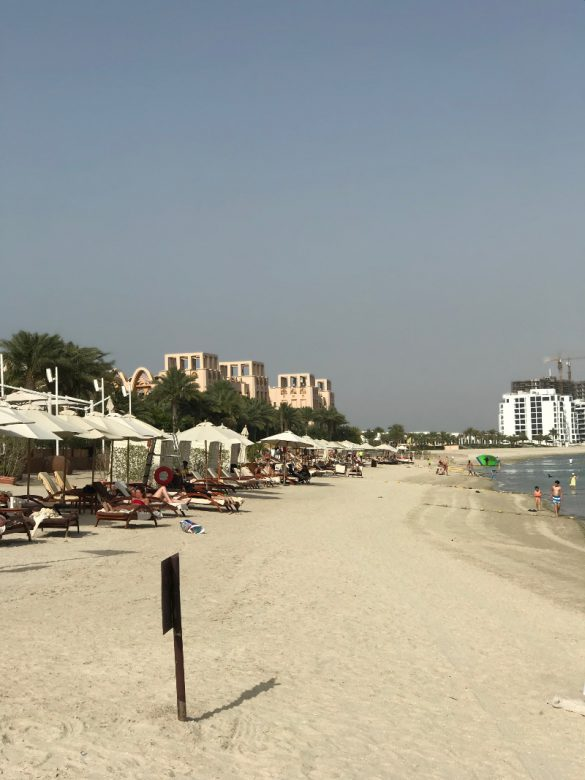 Sofitel The Palm Resort - Vom Strand aus nach links schauend