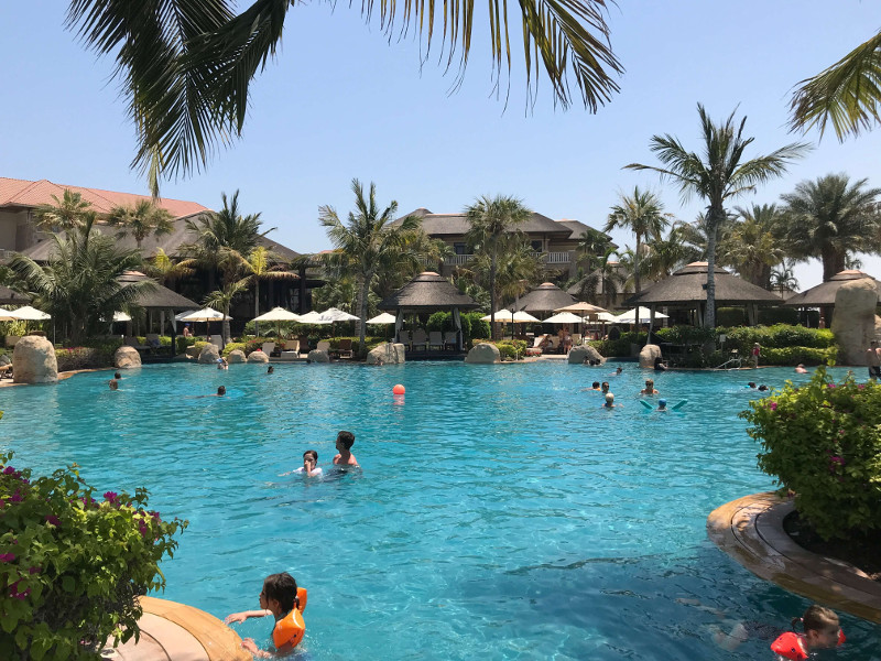Poolbereich Sofitel Dubai The Palm Resort
