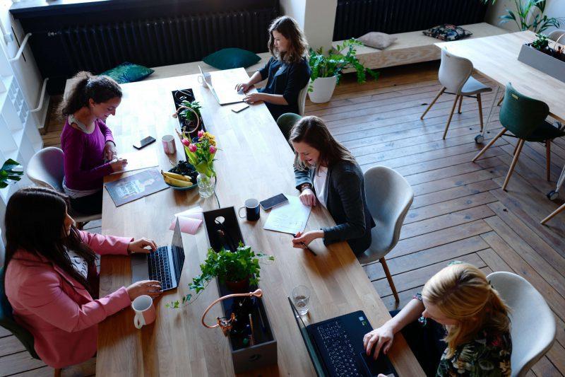 Kunden im virtuellen Café
