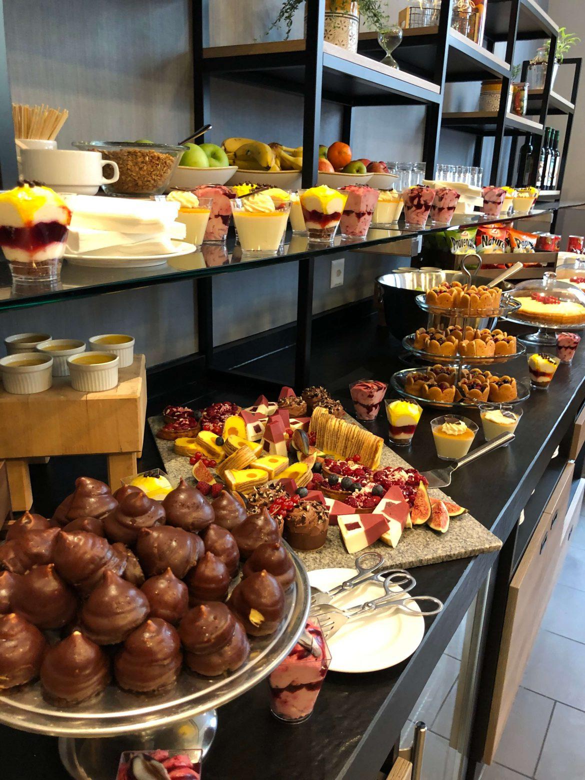 Swiss Blog Family 2019: Sündhaft leckeres Dessert Buffet im Hotel Courtyard by Marriot in Zürich